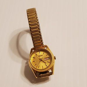 Womens Seiko  Gold Plated Watch Day/Date 7N83-0049